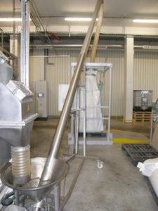 Przenośnik ślimakowy z systemem napełniania big bagów